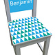 Kinderstoel met blauw/groen driehoeken patroon