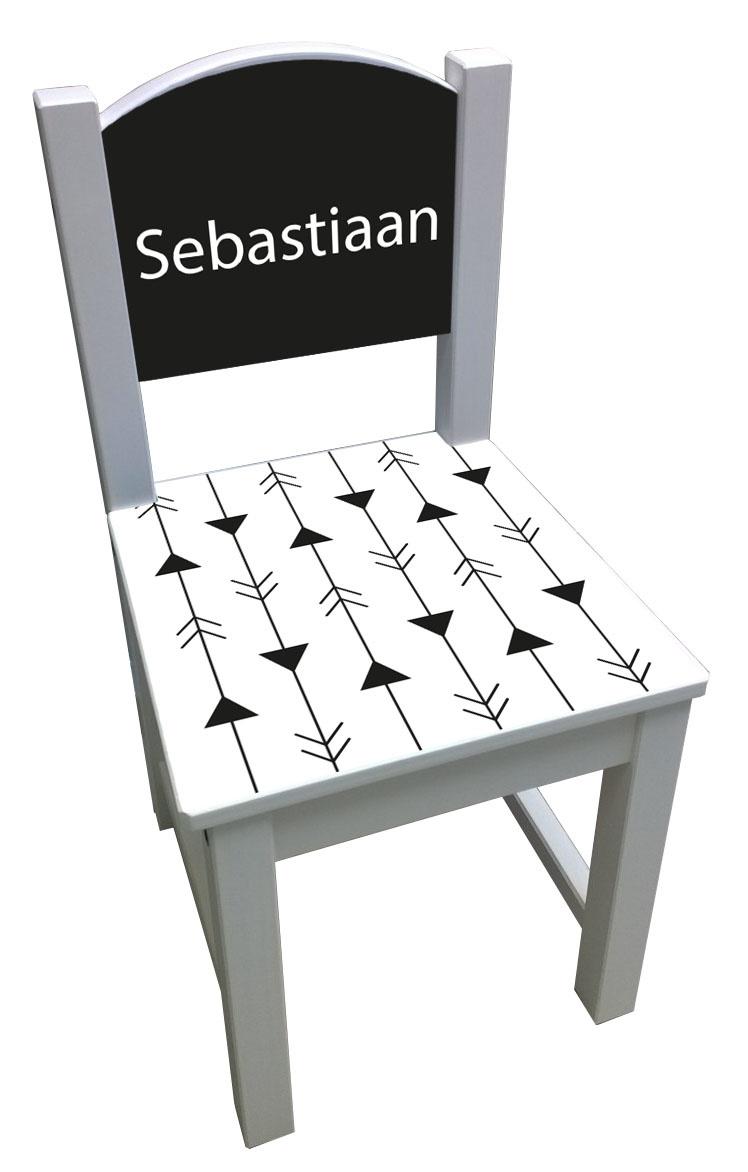 Kinderstoel met een pijlen patroon