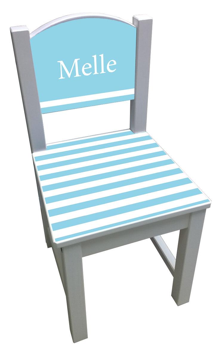 Witte kinderstoel met blauwe strepen op de zitting