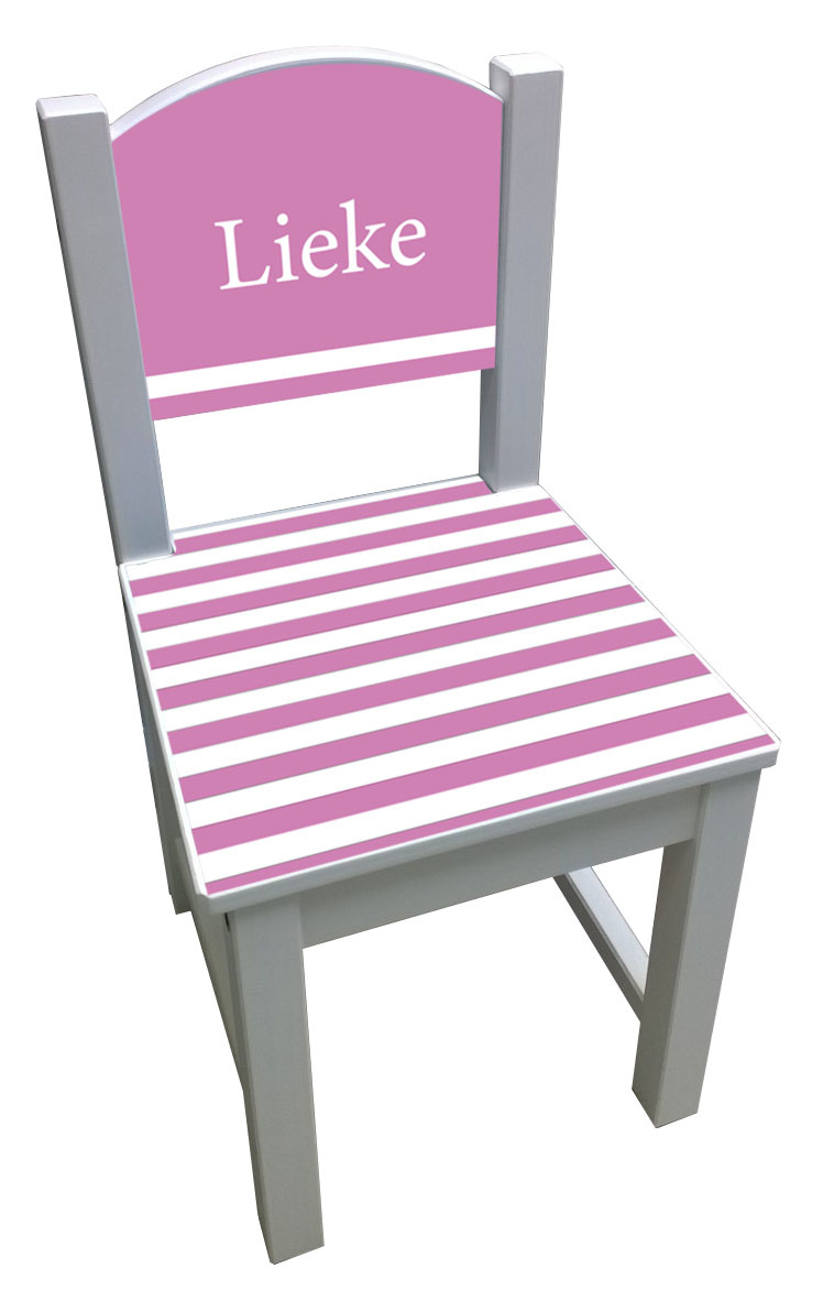 Kinderstoel met roze strepen op de zitting