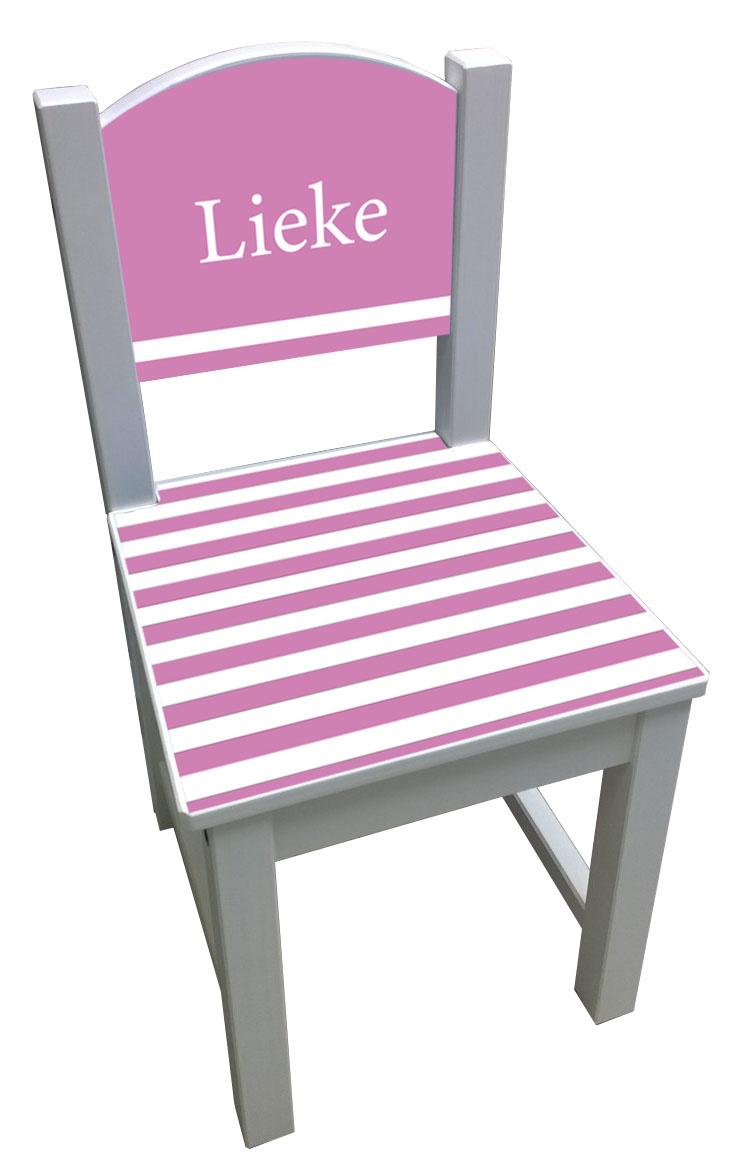 Witte kinderstoel met roze strepen op de zitting