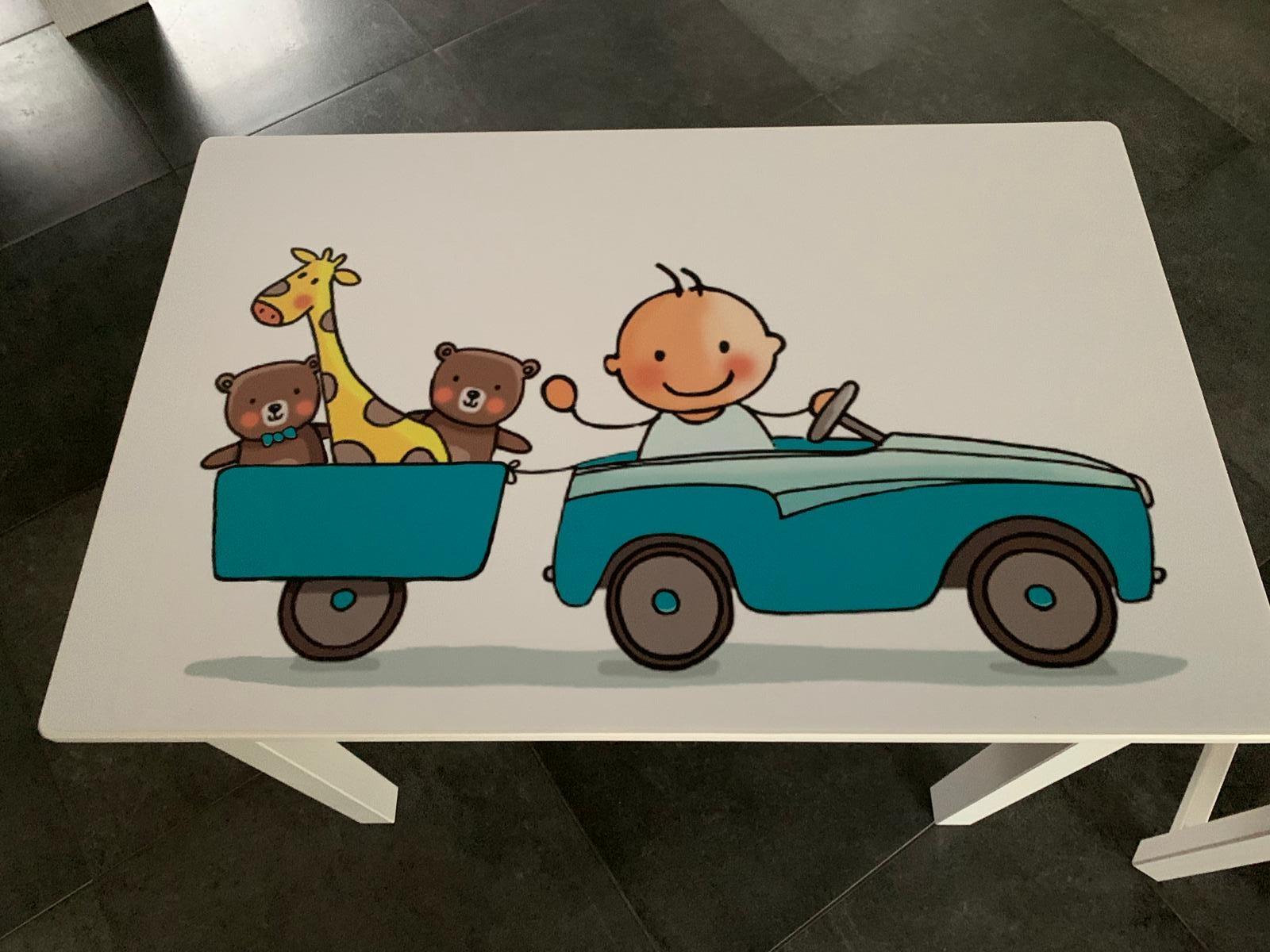 Geboortetafel & stoeltje met ontwerp van geboortekaartje