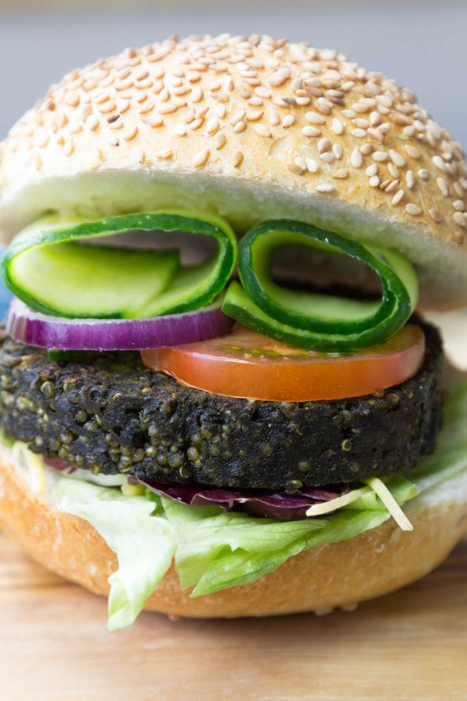 It's Greenish Algenburger met quinoa en gele  paprika