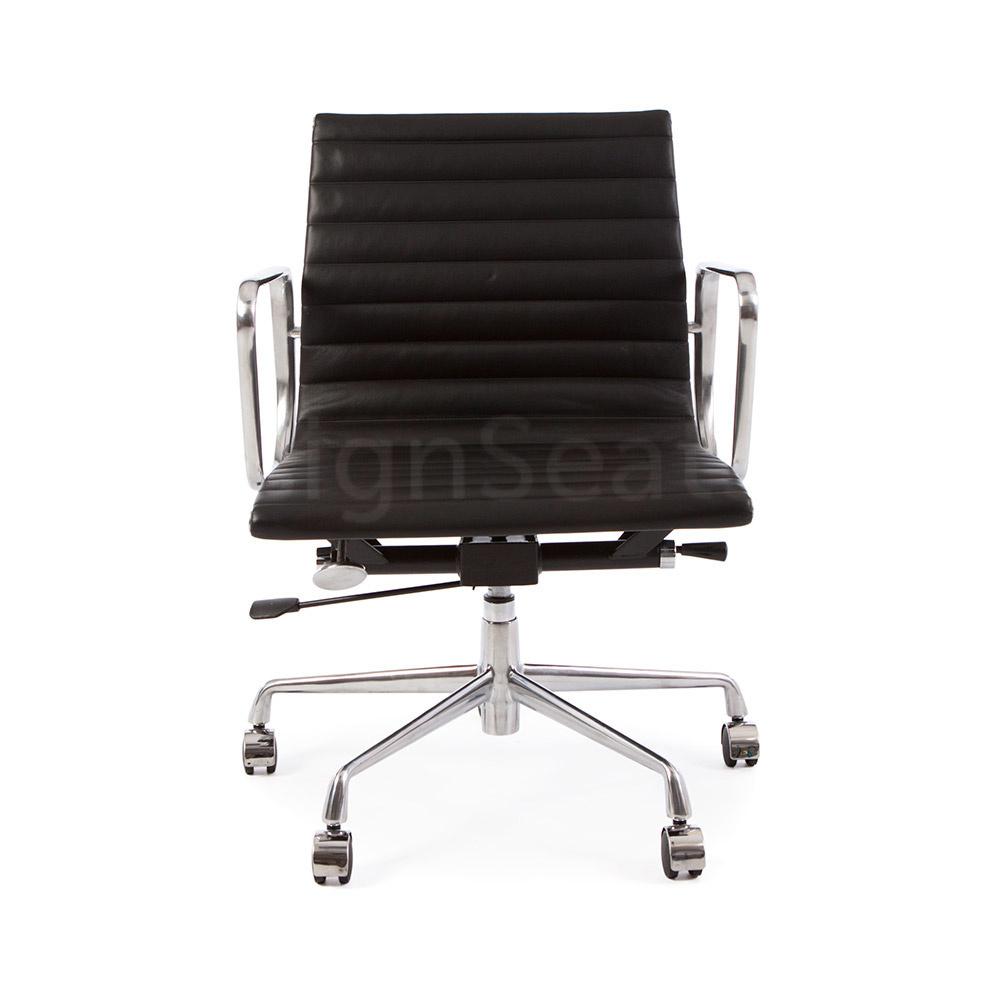 EA117 Eames Bureaustoel zwart/wit