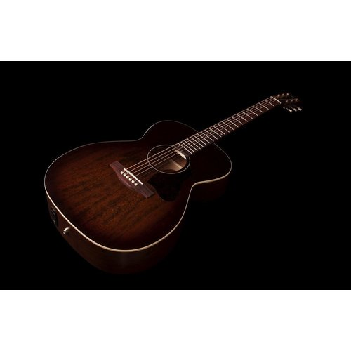 Art & Lutherie Art & Lutherie Legacy Concert Hall Electro-Acoustic, Solid Spruce Top, Wild Cherry Back, Bourbon Burst w/ Q1T Pickup