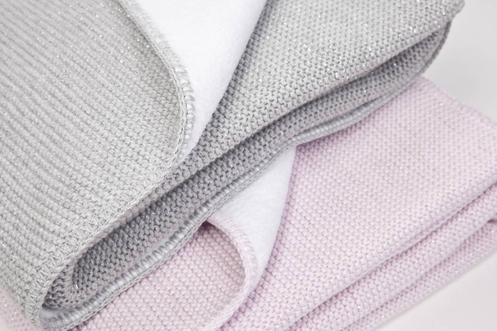 Crib blanket with soft sparkle-2