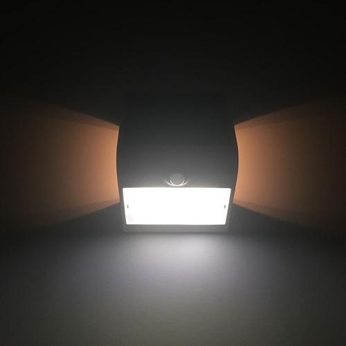 Lightexpert Solar Wandlamp Sensor - 1,5W - 4000K - 220 Lumen - Zwart