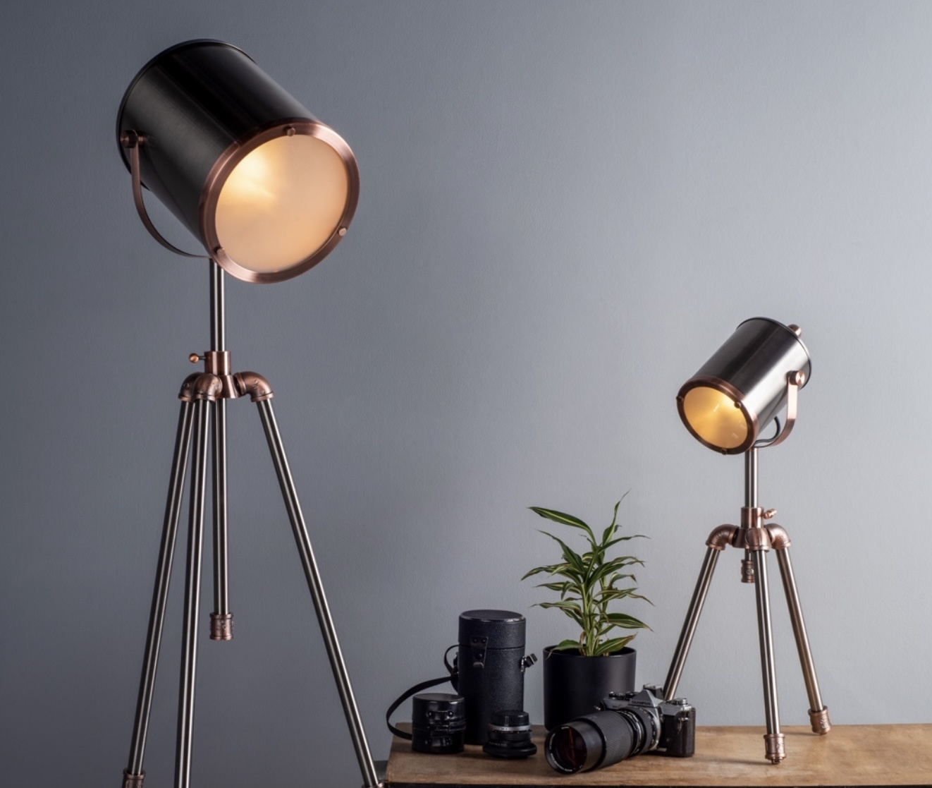 Jacob tripod table lamp