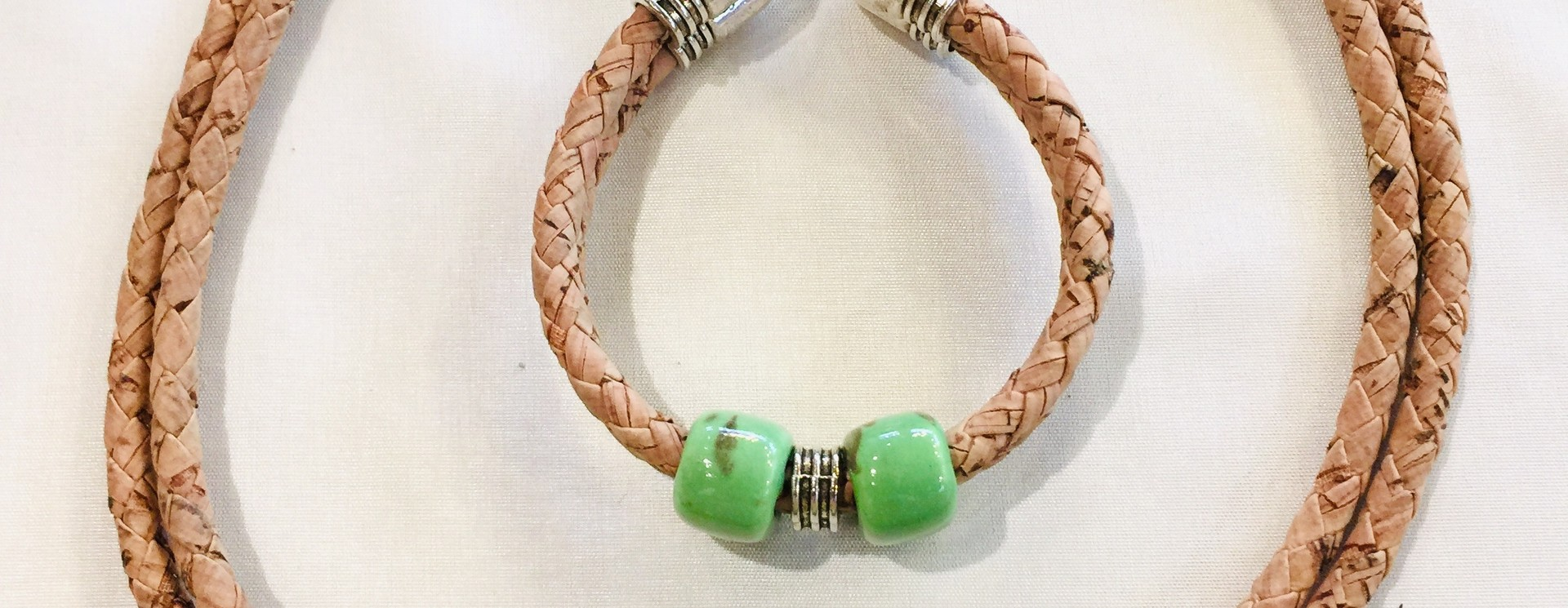 Handgemaakte juwelen uit kurk