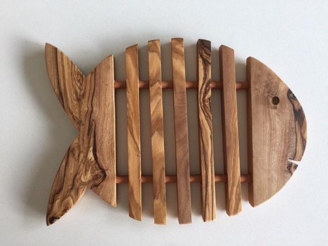 Onderlegger Tunis  Vis uit olijfhout-2