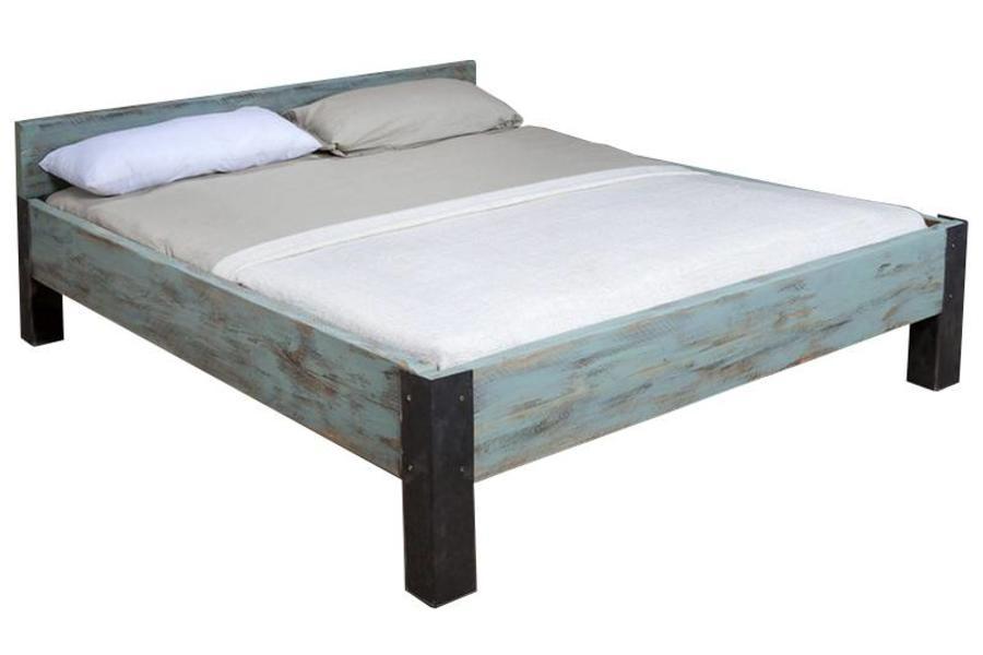 FraaiBerlin Bauholz Bett Rousson Eisenfüße Shabby Blue