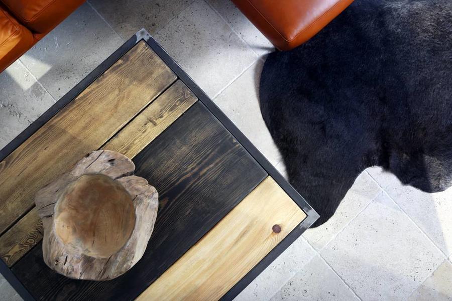 FraaiBerlin Couchtisch aus Bauholz und Eisen Jeroen