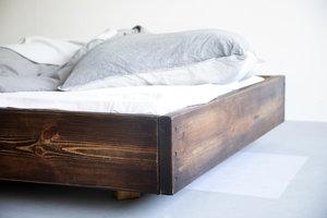 FraaiBerlin Bauholz Bett Lussan Rotbraun