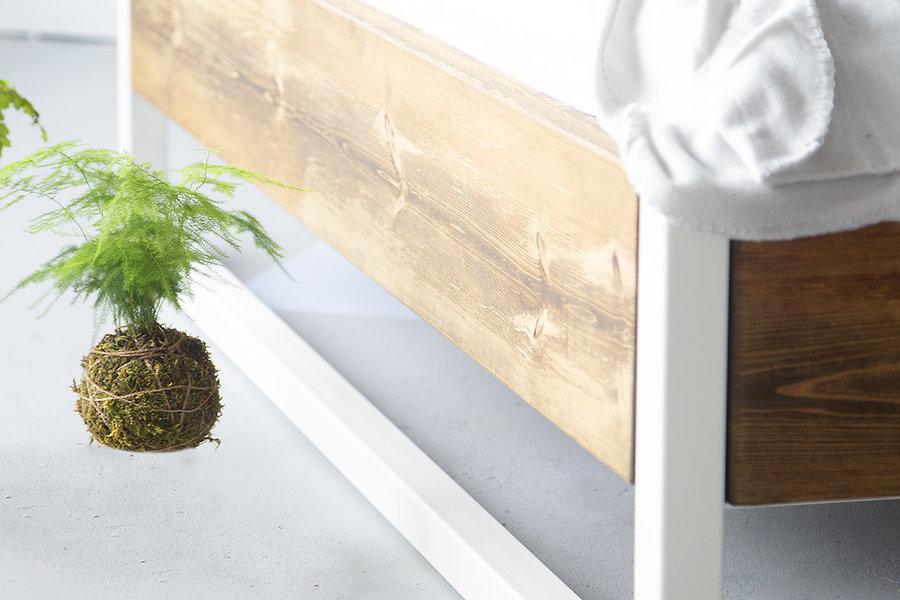 FraaiBerlin Bauholz Bett Verdon pulverbeschichtet weiß schräge Lehne