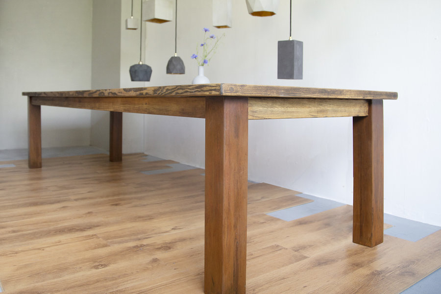 FraaiBerlin Esstisch aus Bauholz & Eisen Arles verrostet