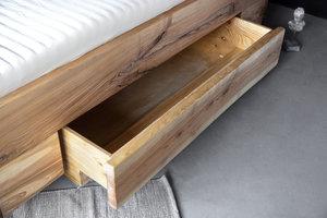 FraaiBerlin Bett aus Esche Jaron mit Lehne und Schublade schwebend