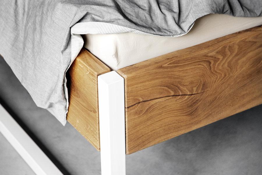 FraaiBerlin Verdon hoch aus Altholz Eiche pulverbeschichtet weiß