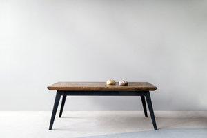 FraaiBerlin Couchtisch aus Bauholz und Eisen Krijn/Susanne