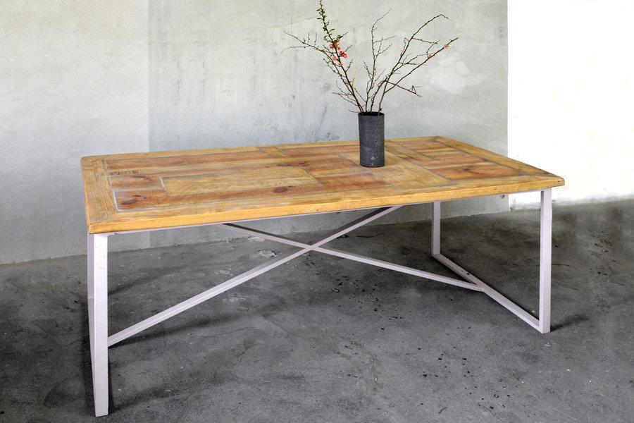 FraaiBerlin Esstisch aus Bauholz & Eisen Erin pulverbeschichtet weiß