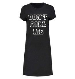 NIKKIE Zwart Nikkie Don't Call Tee Dress