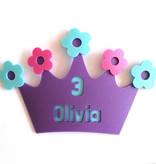 Kroon bloemen met naam van foam