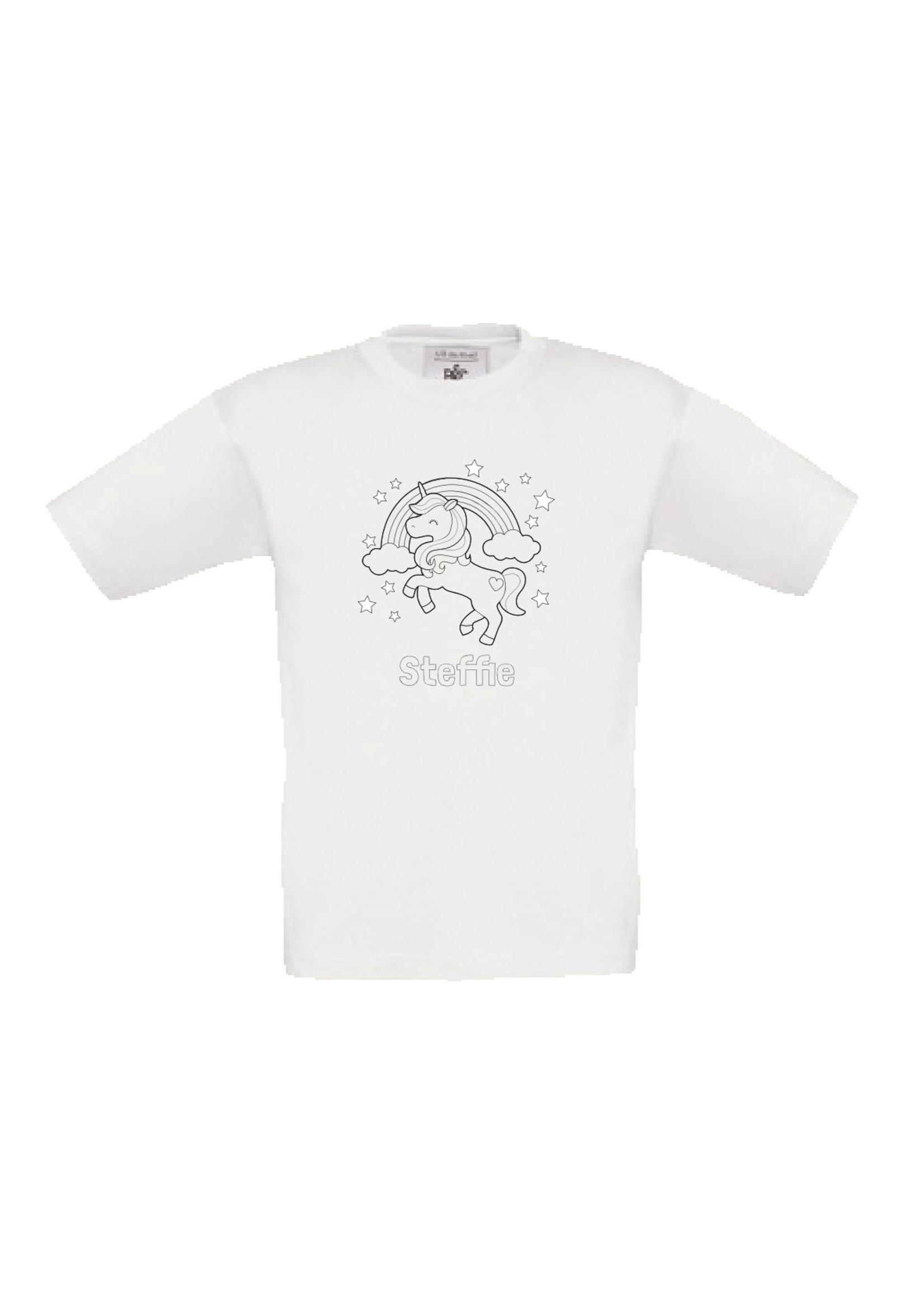 Kleur je eigen t-shirt met naam - unicorn