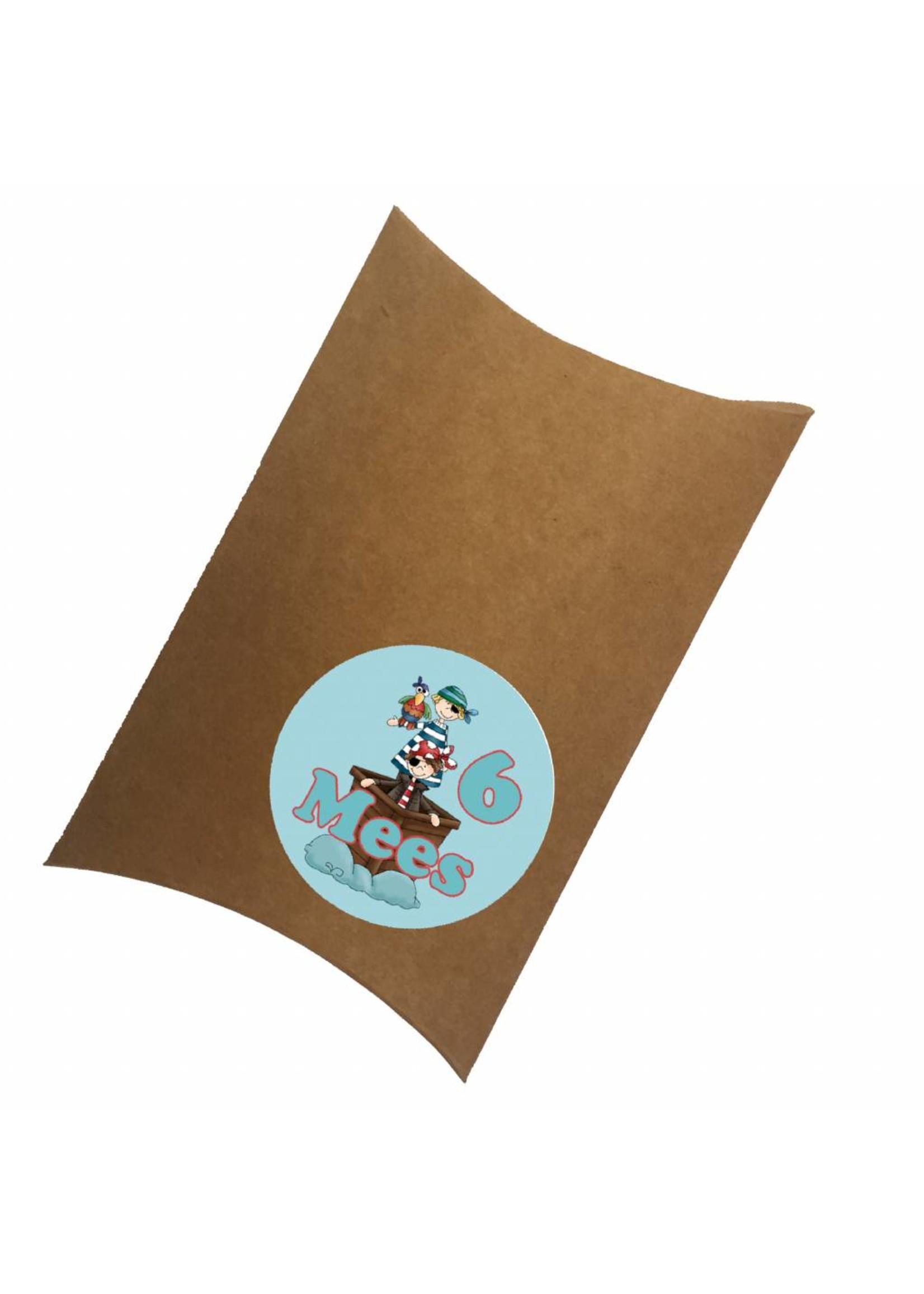 Traktatiedoosje (pillowbox) piraat met naam en leeftijd