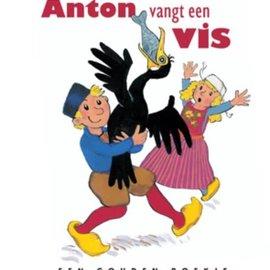 Boek Anton vangt een vis