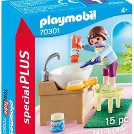 Playmobil Playmobil - Meisje aan wastafel (70301)