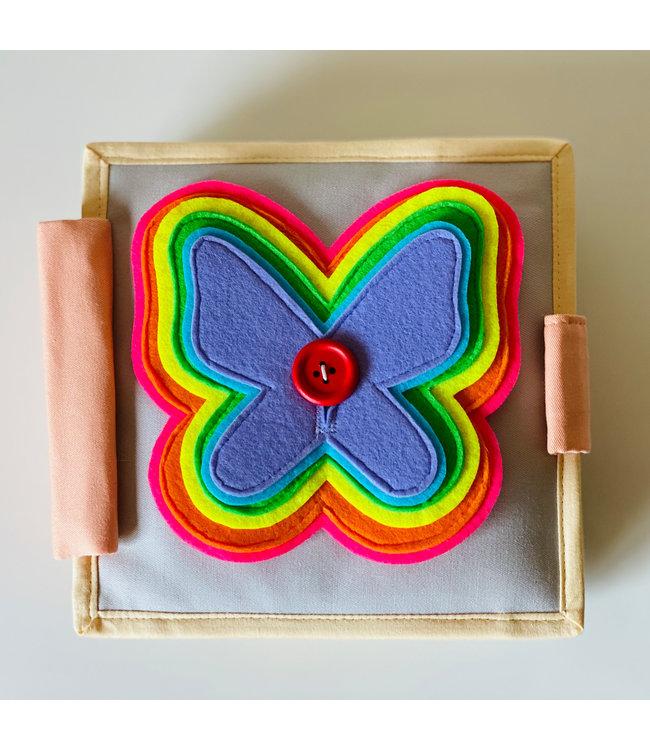 Jolly Designs Quiet Book - der flatternde Schmetterling - Mini