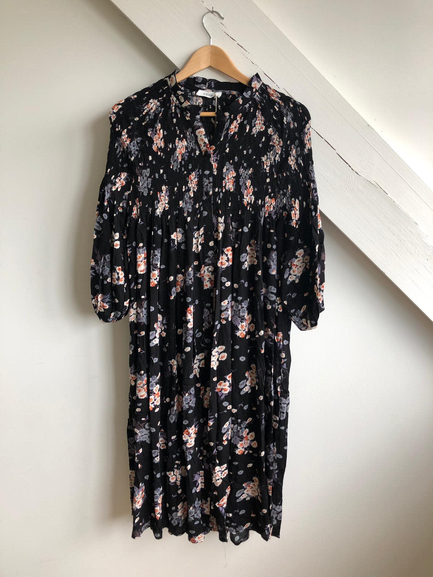 Dress Black/Nude Flowers