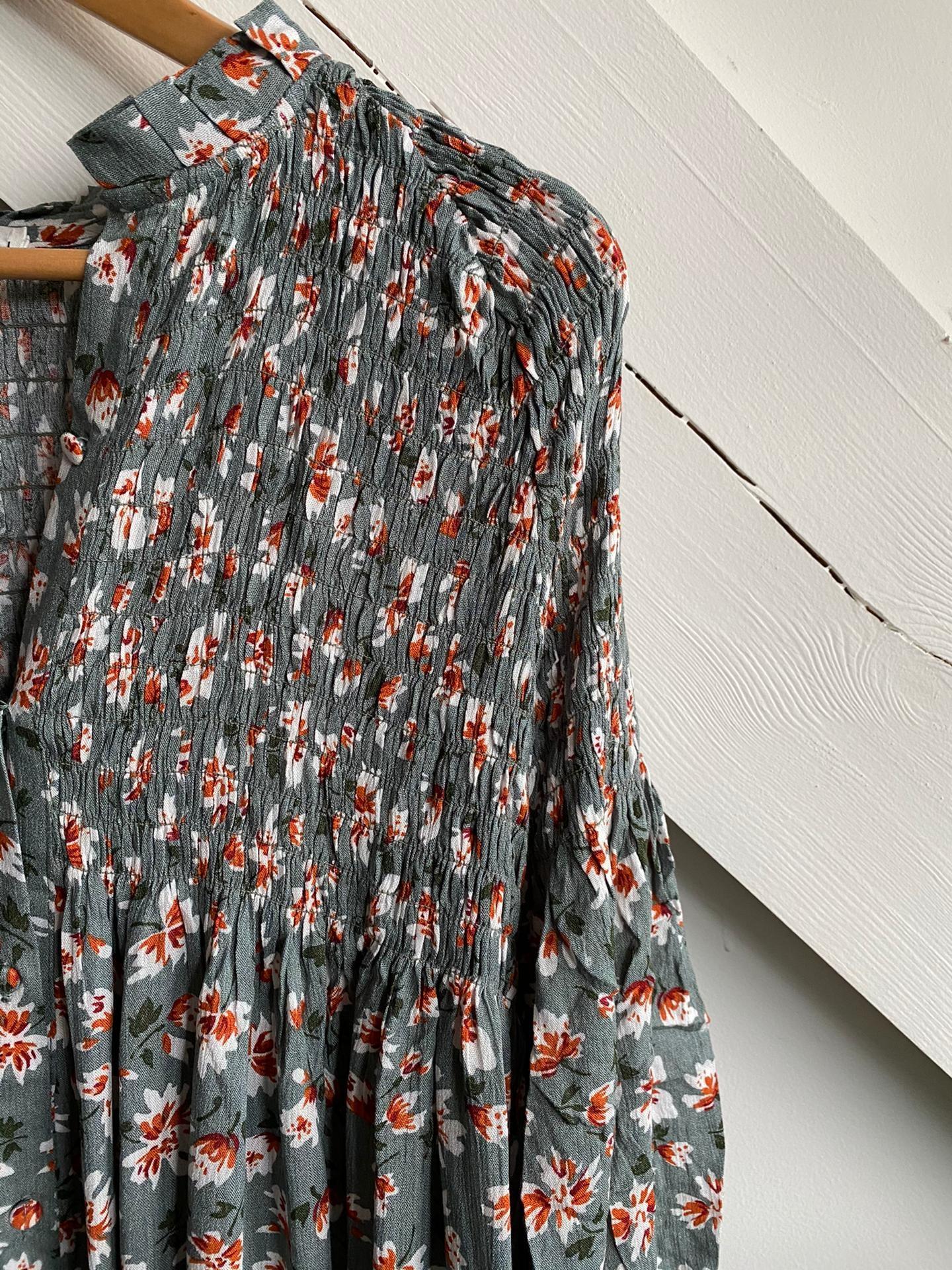 Dress Flowers Grey