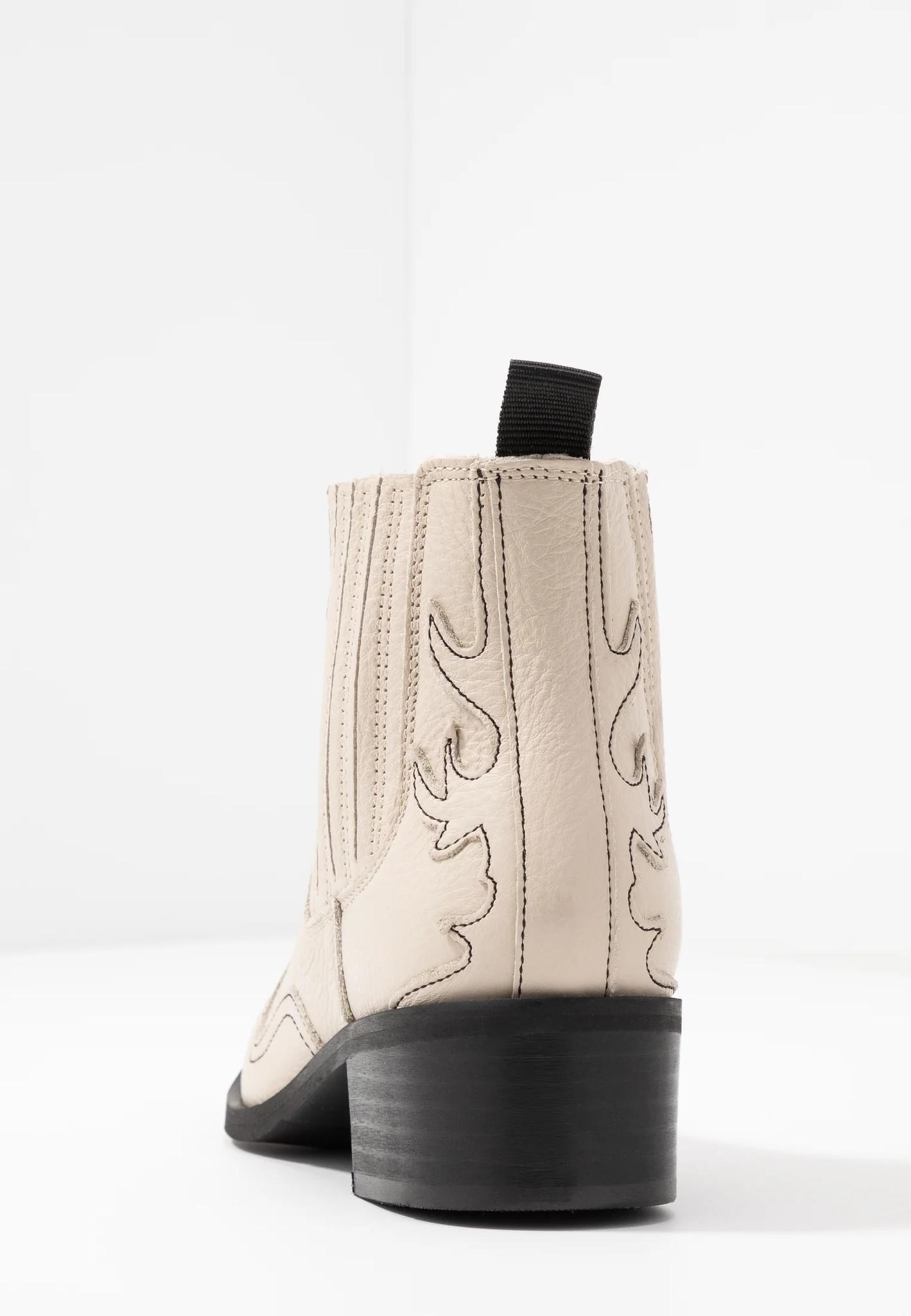 Boots Elena