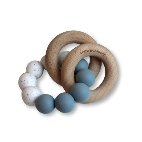 Chewies & more Basic rattle dusty blue /wit gritt