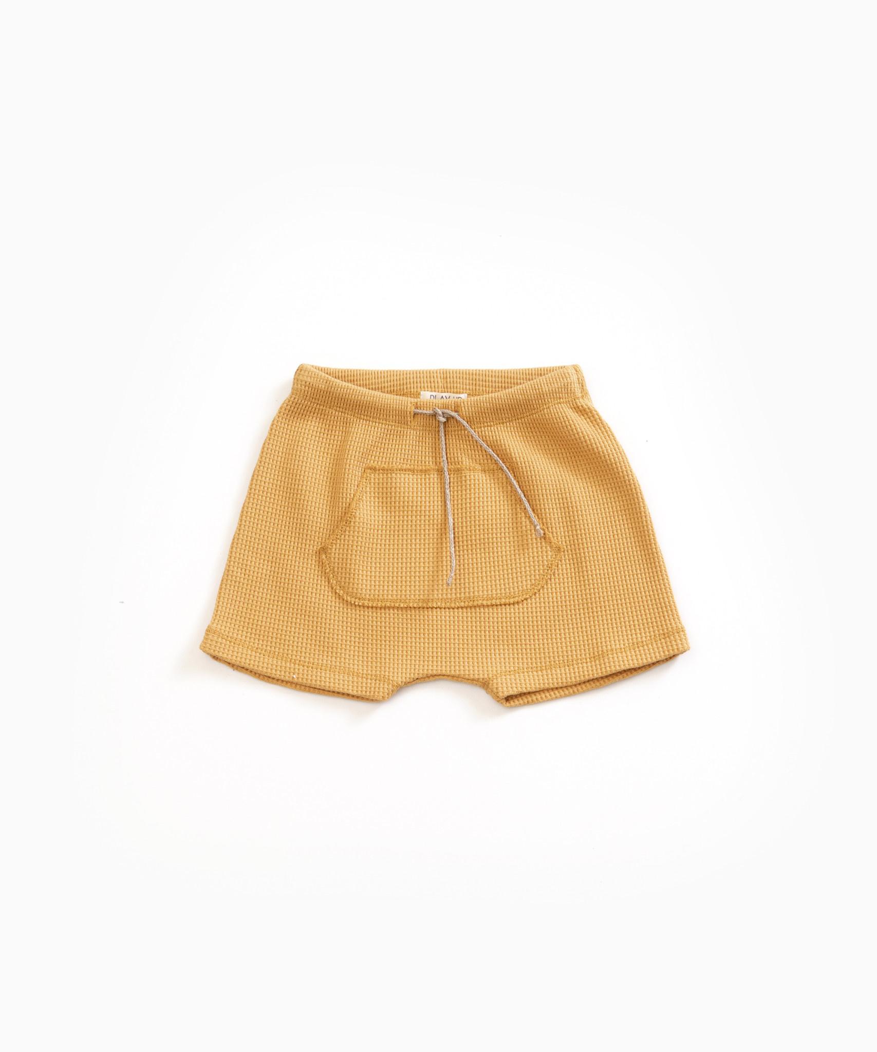 Play-up Shorts with kangaroo pocket in organic cotton | Sea almond