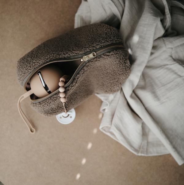 Mushie Bibs silicone pacifier case | Naturel