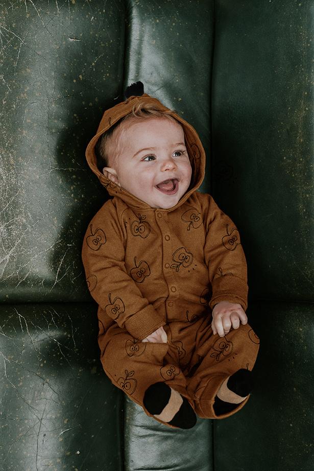 Sproet & Sprout Baby onesie apple print