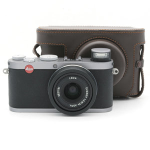 Leica X1, Silver Outfit