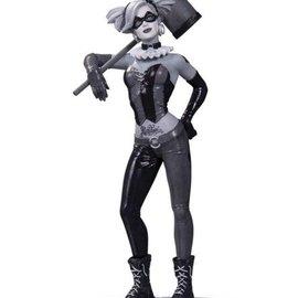 Diamond Direct Batman Black & White Harley Quinn Statue by Bermejo