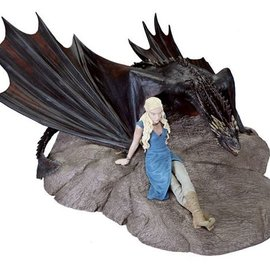 Dark Horse Game of Thrones: Daenerys and Drogon Statuette