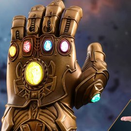 Sideshow Toys Marvel: Avengers Infinity War - Infinity Gauntlet 1:4 Scale Statue