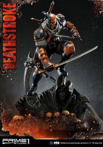 DC Comics: Deathstroke 1:3 Scale Statue