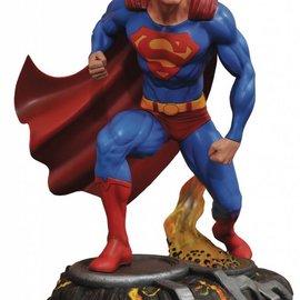Diamond Direct DC comics Gallery: Superman Comic PVC statue