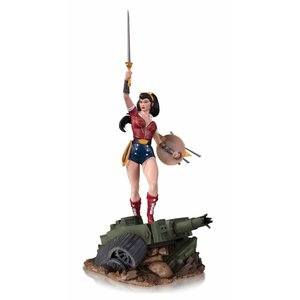 Diamond Direct DC Comics Bombshells: Wonder Woman Deluxe Statue