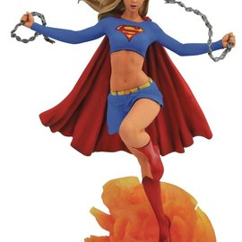 Diamond Direct DC Comics Gallery: Supergirl Comic PVC Figure