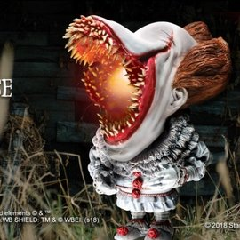 Star Ace IT 2017: Scary with Light Pennywise Defo-Real Soft Vinyl Statue