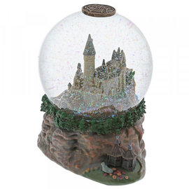 enesco Hogwarts castle snow globe