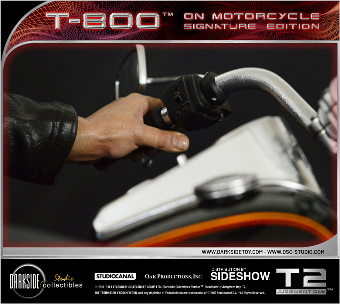 Sideshow Pre-OrderTerminator: T-800 on Motorcycle 1:4 Scale Statue