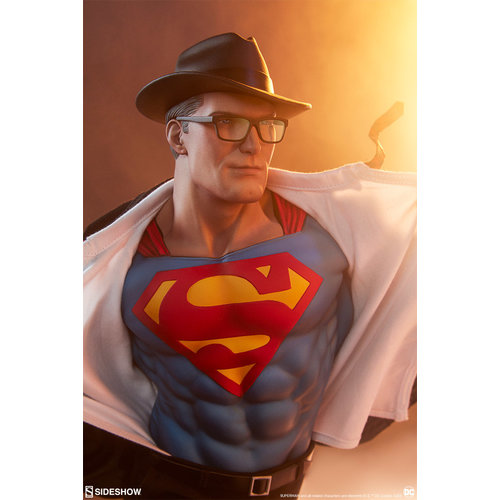Sideshow Pre order:  DC Comics: Superman Call to Action Premium Statue