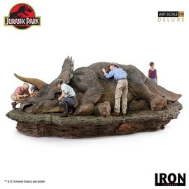 Iron Studios Jurassic Park: Triceratops 1:10 Scale Diorama